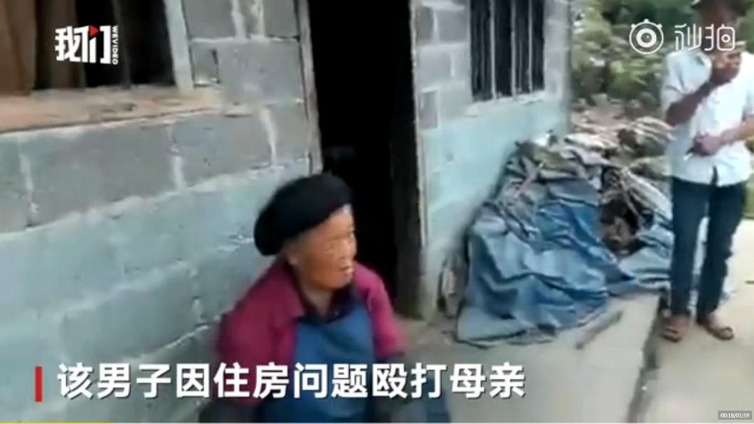 不孝子因住房問題,常常酒後毆打母親。圖/翻攝自 秒拍