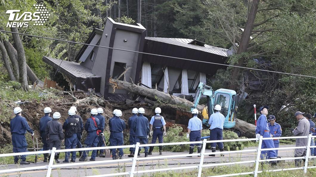 圖/達志影像美聯社 北海道規模6.7強震 民宅倒塌新千歲機場關閉