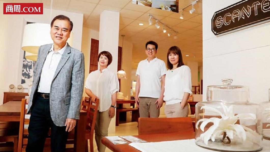 詩肯董事長:林福勤(左1)圖/商周 【商周】詩肯翻身戰術:跟兩萬競爭者搶賣沙發