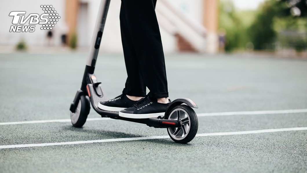 示意圖/TVBS 新加坡祭重罰 滑板車族:汽車出車禍也要禁嗎