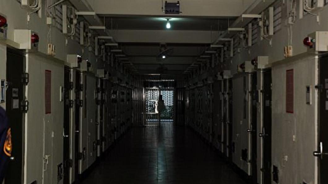 有網友分享自己遭羈押台北看守所內4個月的種種過程。(圖/翻攝自Dcard) 羈押北所4個月…他在室友面前拉屎超屈辱 被告最沒人權