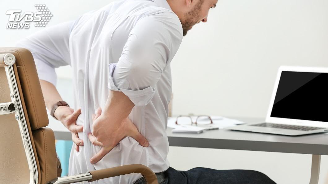 示意圖/TVBS 坐姿成90度才會讓你腰酸背痛! 正確的坐看這裡