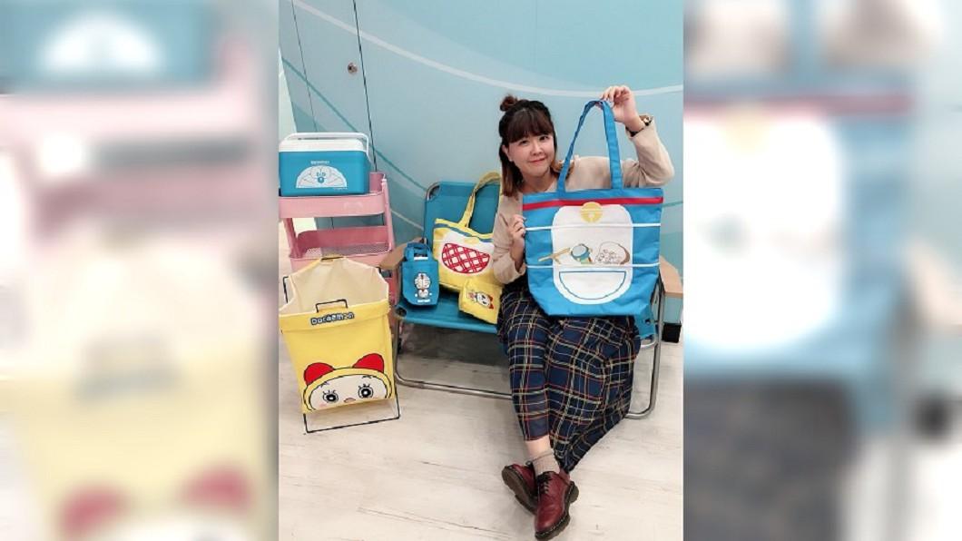 7-ELEVEN看準哈日卡通風潮以及環保商機,推出購物袋以及陶瓷碗。圖/7-ELEVEN 提供