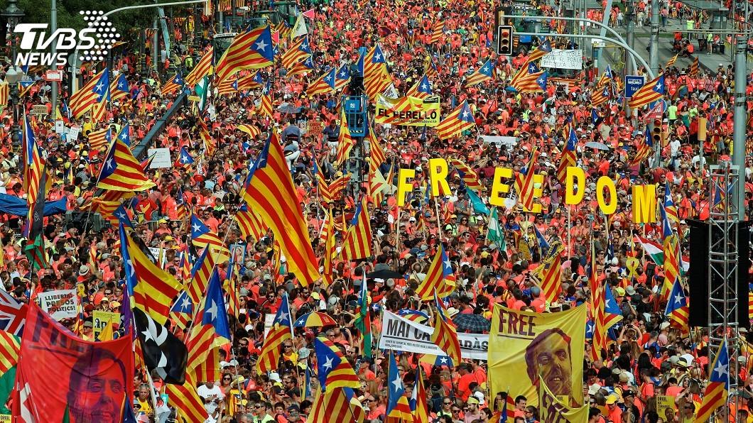 圖/達志影像路透社 獨立公投一年後 百萬加泰隆尼亞人再上街
