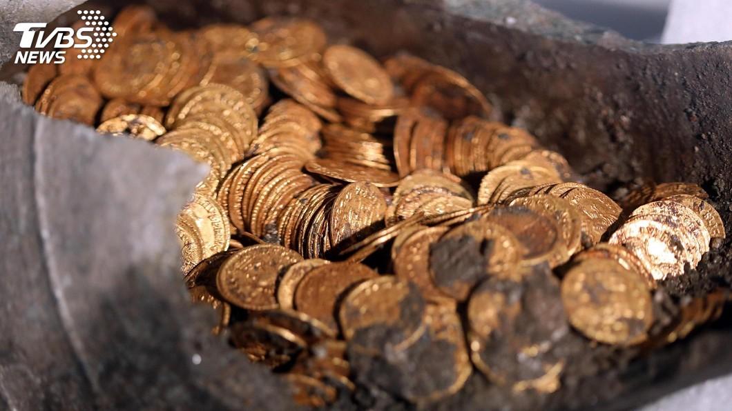 圖/達志影像美聯社 劇院改建挖到寶! 石瓶藏300枚羅馬帝國金幣