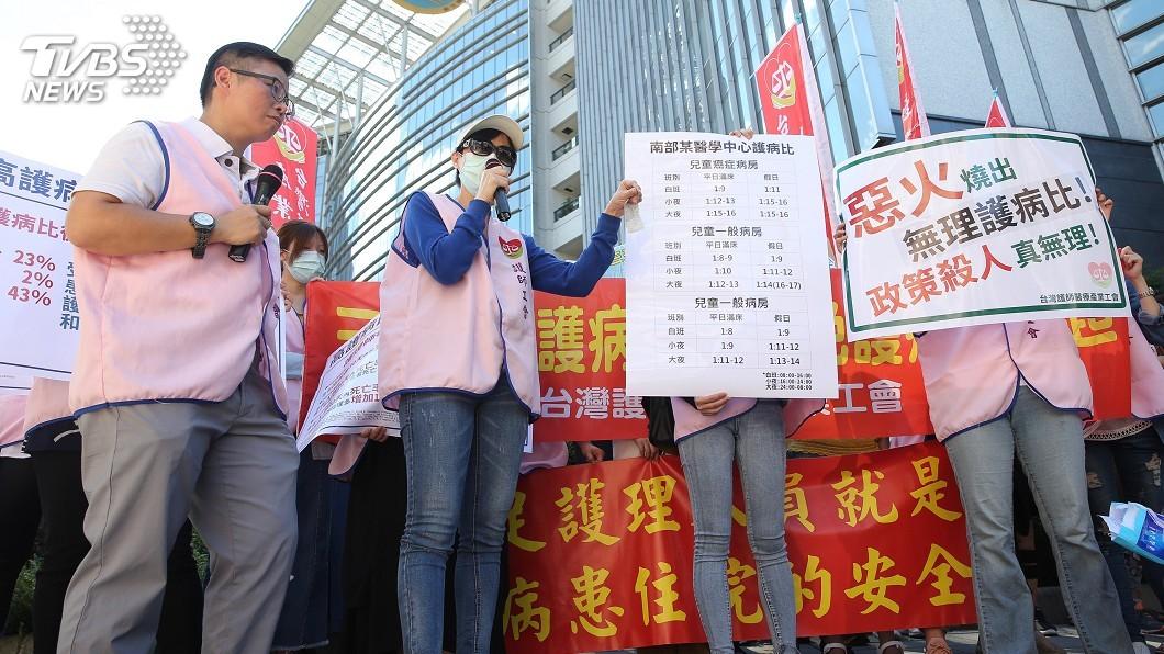 圖/中央社 醫院大火燒出護理人力問題 護理師抗議爭勞權