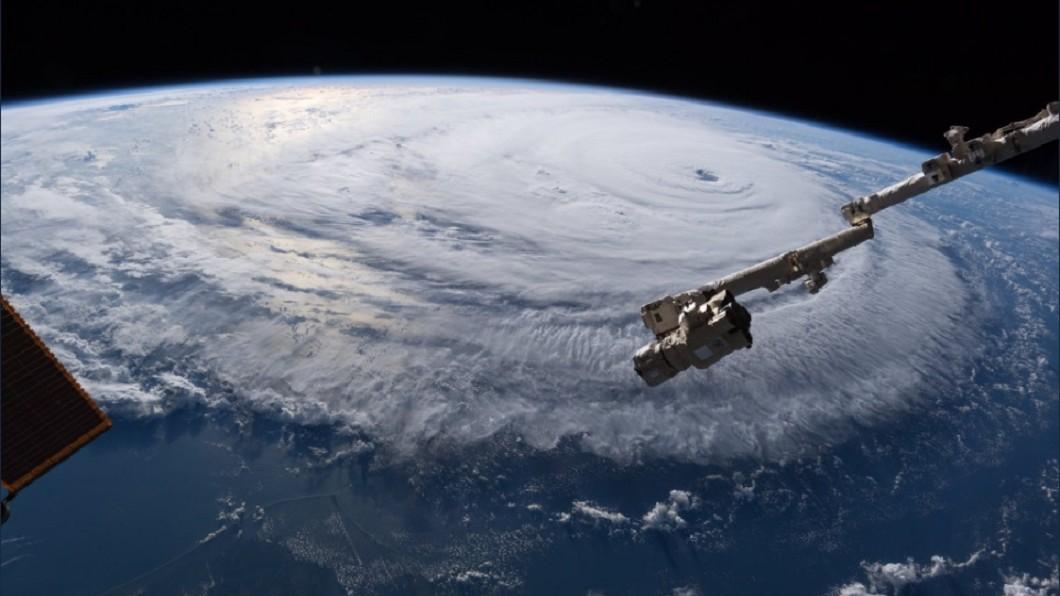 圖/翻攝自Alexander Gerst 推特 最強颶風佛羅倫斯疏散百萬人 太空人驚呼「惡夢來襲」
