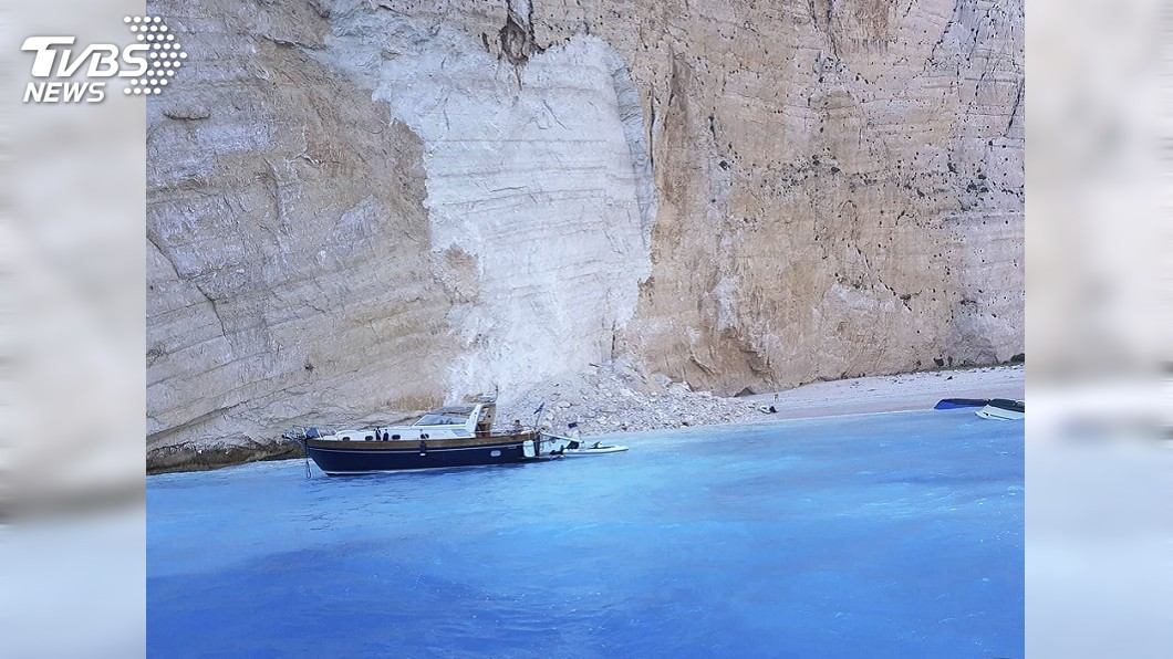 圖/達志影像美聯社 《太陽的後裔》曾取景! 希臘沈船灣岩壁崩塌