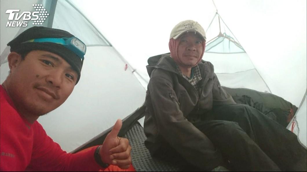 葉姓山友(圖右)是資深台電員工。圖/TVBS 把直升機當小黃?落跑山友被爆「4年前害海鷗飛3趟」