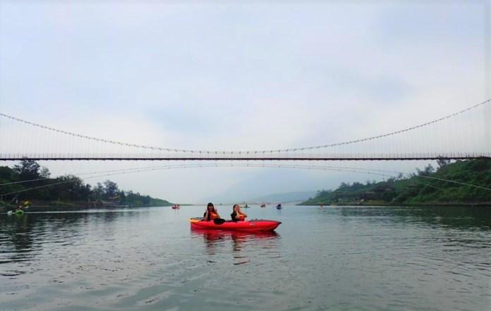 ▲戶外咖推薦玩法-福隆獨木舟體驗。(圖/Tripbaa趣吧!亞洲自由行專家)