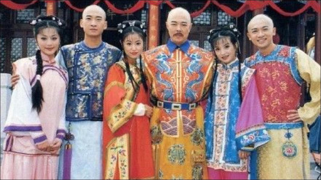 1998 年開播的《還珠格格》至今仍在8、9年級生心中屬第一名的經典電視劇。圖/翻攝微博