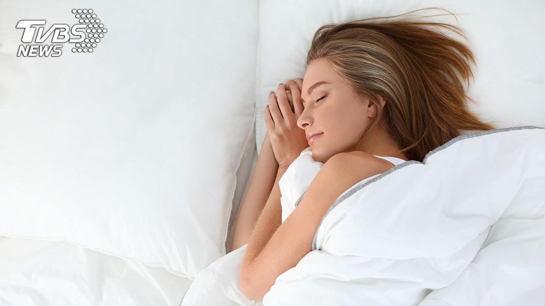 示意圖/TVBS 睡姿也會影響健康?研究發現「睡這側」易罹癌