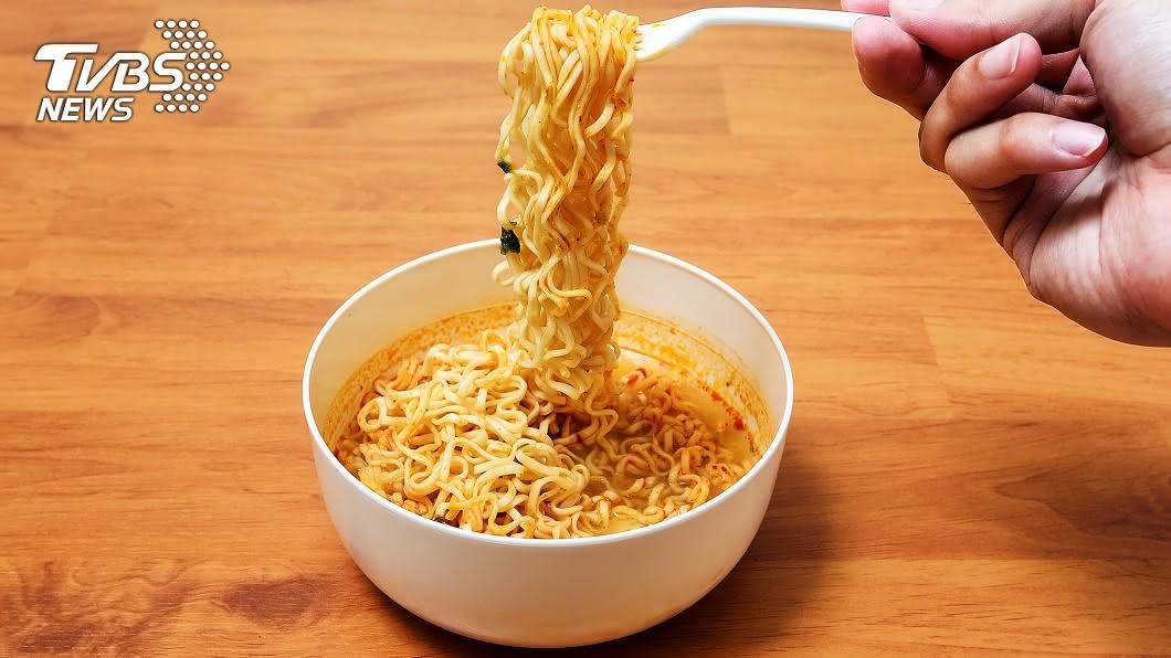 示意圖/TVBS 3餐狂嗑泡麵+飲料 男半年暴瘦20kg…竟是罹這病