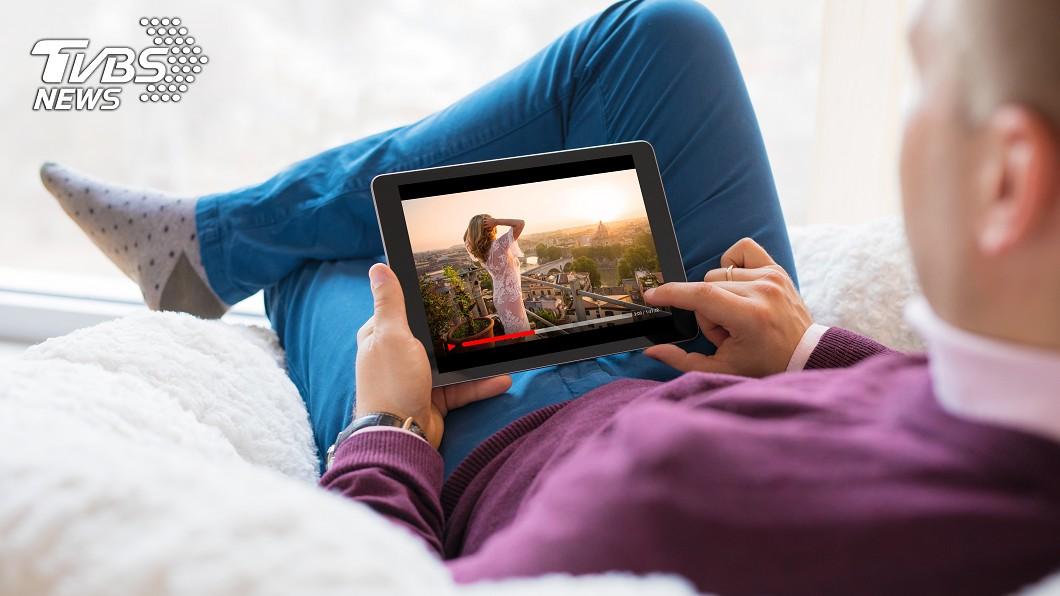示意圖/TVBS 看電視愛追劇易罹患失智症?風險恐是一般人1.3倍