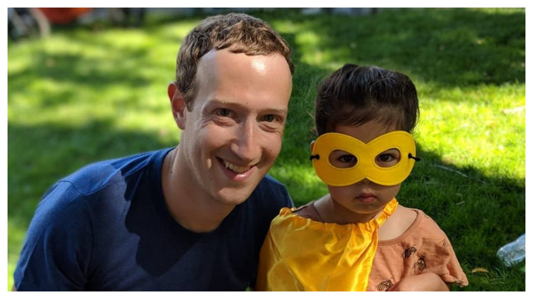 臉書(Facebook)創立於2004年,在哈佛讀大二的佐克柏(左)在宿舍裡架設網站,為了讓哈佛學生網路票選外貌最「辣」的美女照片,駭入哈佛校方伺服器,險遭退學,不過佐克柏最後選擇休學創業。     圖/臉書創辦人Mark Zuckerberg臉書