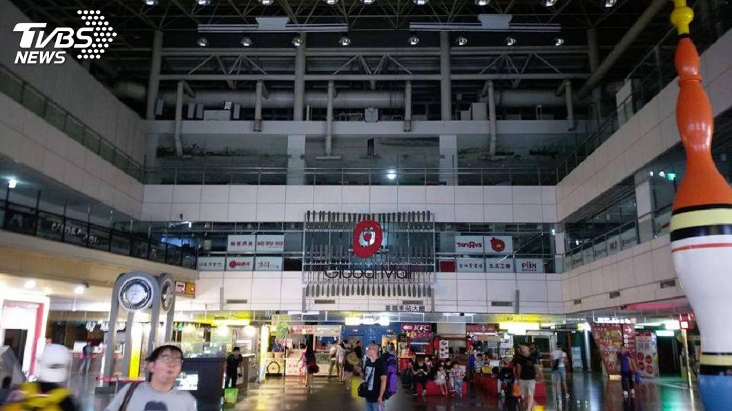 圖/TVBS 有蛇竄入!台鐵新左營站饋線跳脫購物中心停電