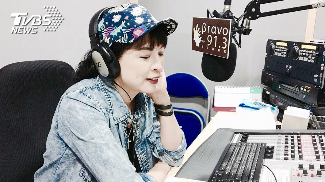 詹怡嘉在廣播電台分享音樂,同在媒體圈發光發熱。
