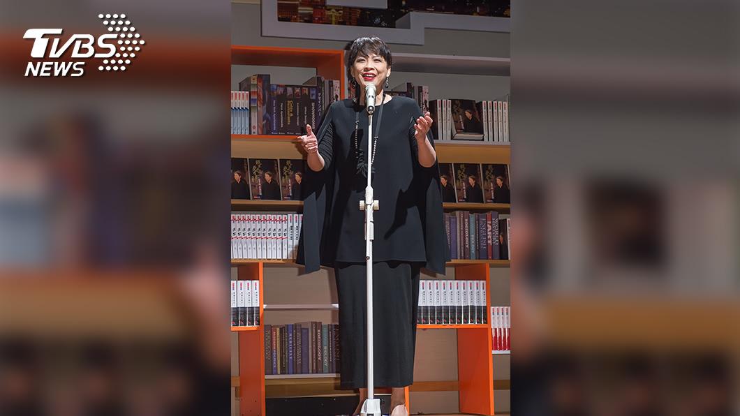 詹怡嘉是知名聲樂家,發行過多張專輯。