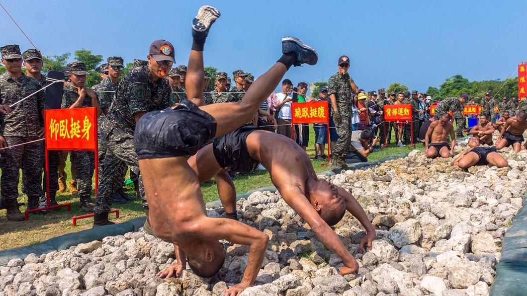圖/陸戰隊提供 咬牙滾爬50公尺天堂路 海陸蛙兵脫胎換骨成蛙人