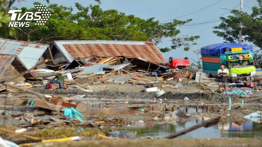 圖/美聯社 印尼規模7.5強震掀3米巨浪 海水一退「遍地遺體」!