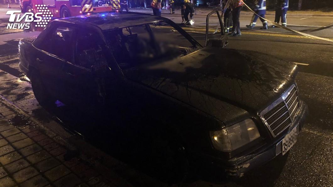 圖/TVBS 台中鬧區傳火燒車!1人慘成焦屍 躺賓士駕駛座