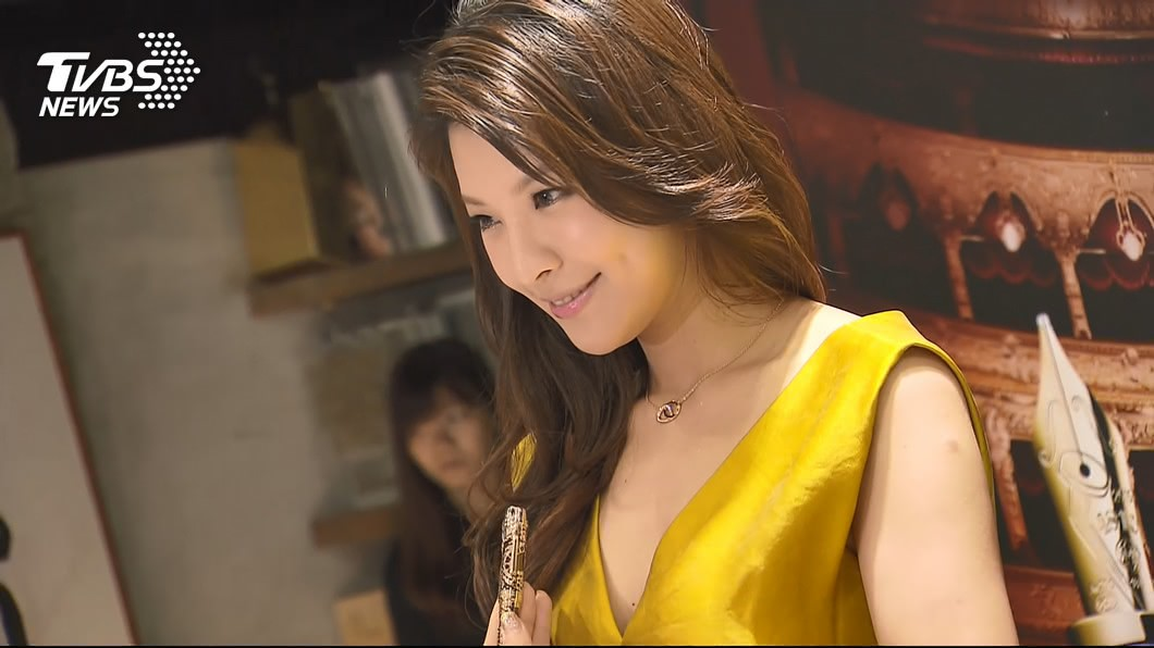 圖/TVBS資料畫面 賈靜雯婚禮閃到爆 前夫再娶名模做人0進度