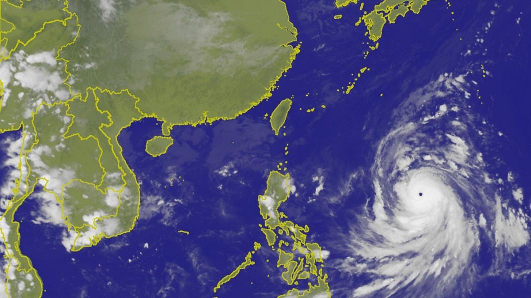 圖/中央氣象局 康芮變胖明恐轉強颱 週四起「風雨明顯」影響北台灣