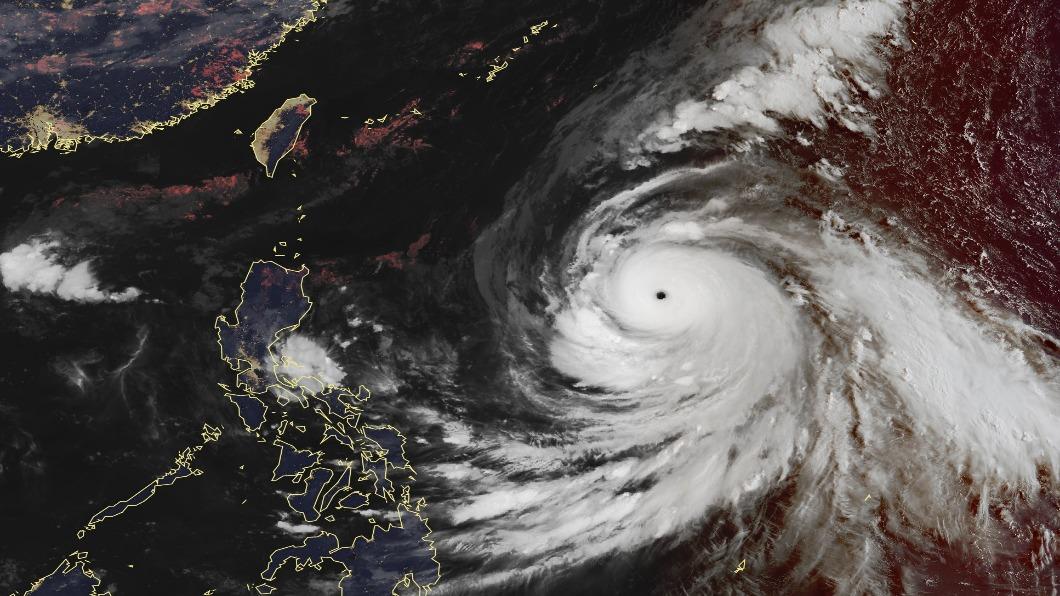 圖/翻攝自中央氣象局 強度直逼今年最強颱山竹 康芮暴風圈侵襲各地機率曝光