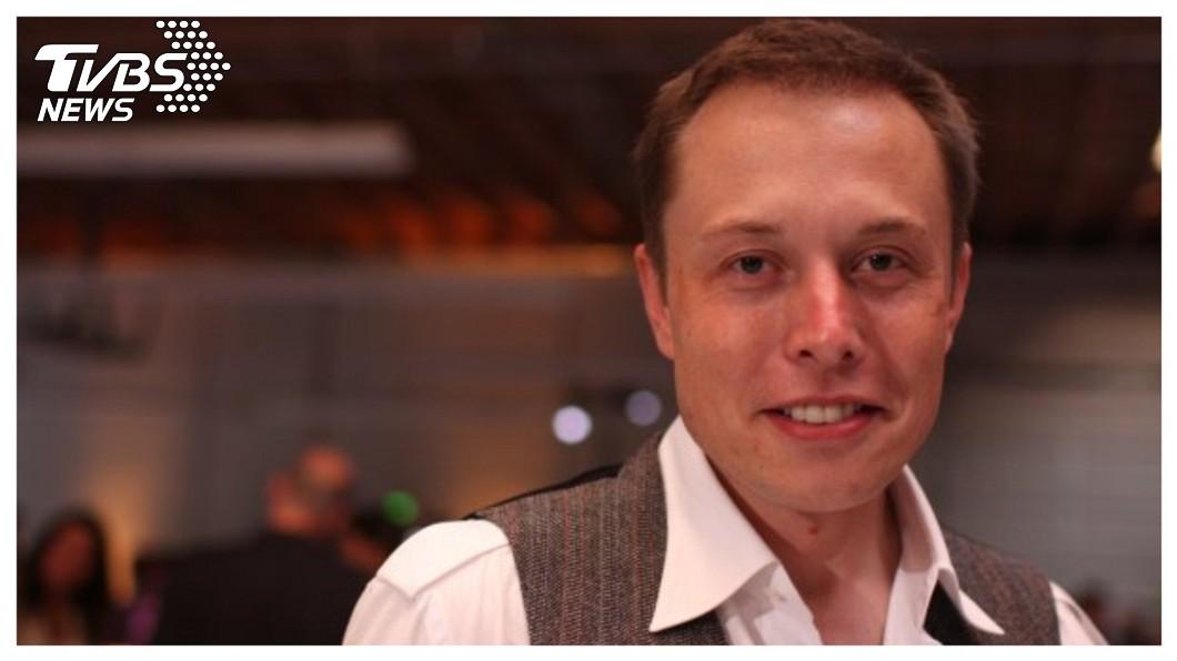 特斯拉創辦人馬斯克(Elon Musk )因一則推特文聲稱特斯拉將下市私有化,遭美證管會祭出4000萬美元罰金,並拔掉特斯拉董事長職位。   圖/馬斯克臉書  《大老闆故事》瘋狂天才富豪 美證管會管得住馬斯克?