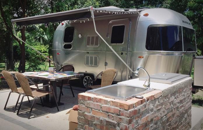 ▲懶人露營推薦玩法-超舒適露營車。(圖/Tripbaa趣吧!亞洲自由行專家)