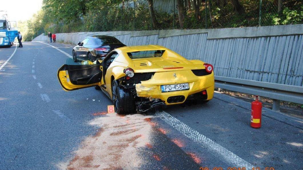 圖/Polícia Slovenskej republiky臉書 法拉利、保時捷、賓士逆向狂飆 對向駕駛「解體慘死」