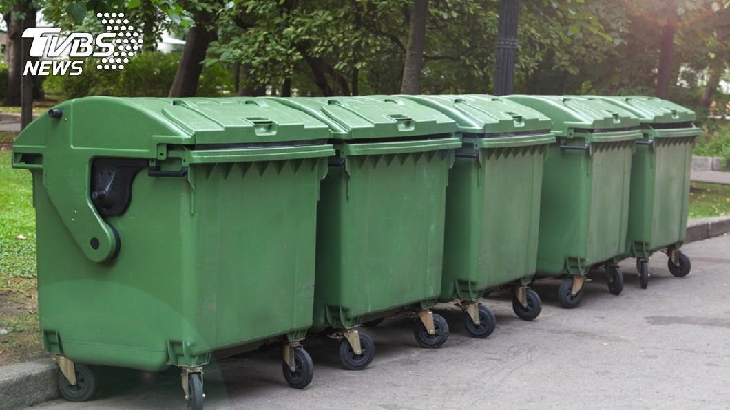 示意圖/TVBS 男喝醉爬垃圾桶被「回收」身亡 遺體淹沒在垃圾場