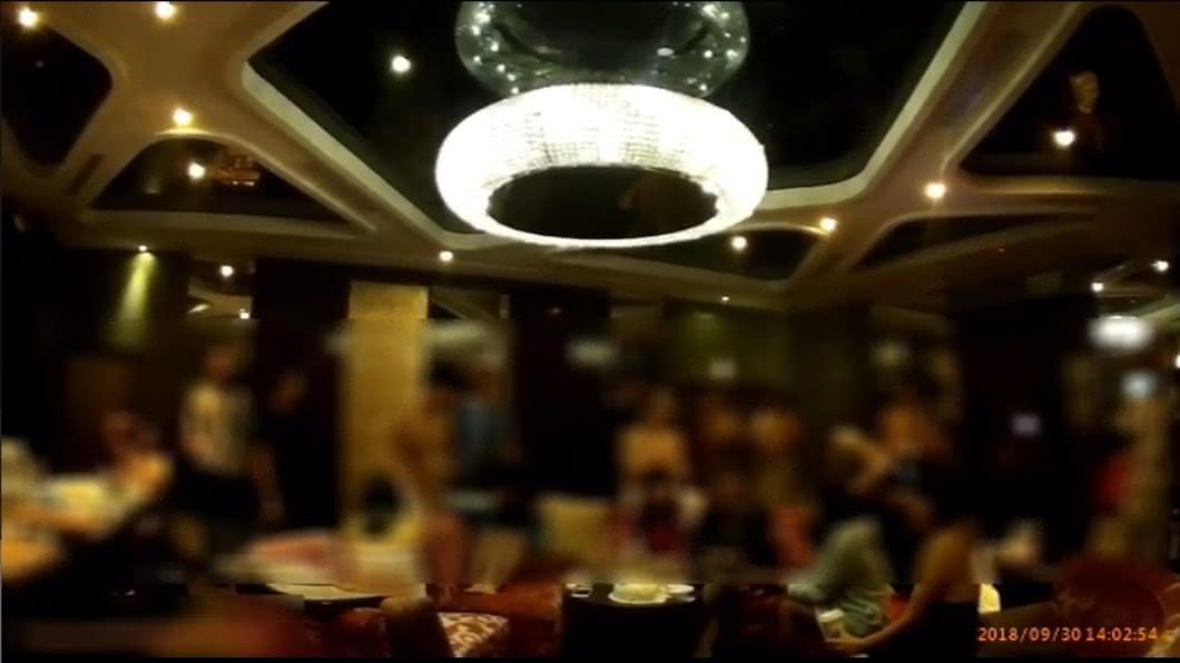 圖/TVBS 9女19男性愛趴現場還原 4對夫妻如「換妻俱樂部」