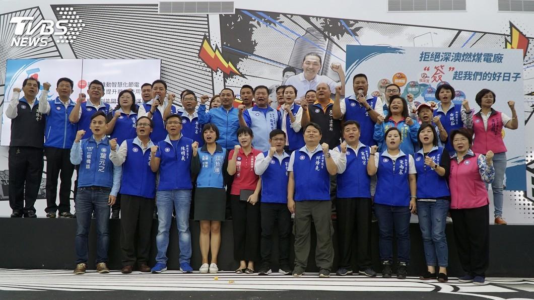 圖/中央社 侯友宜攜36位議員參選人 簽署反深澳連署書