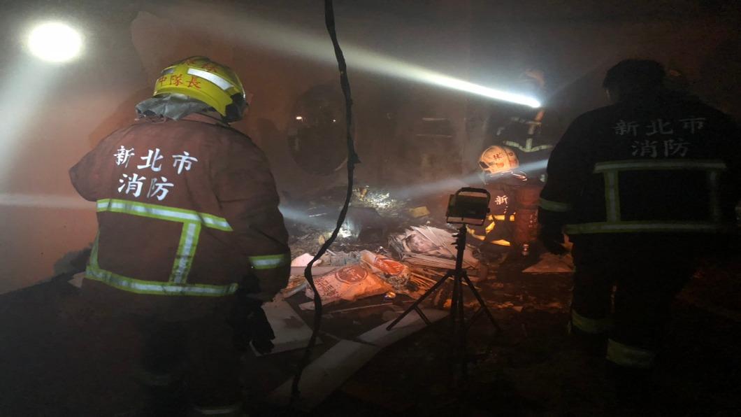 圖/TVBS 康橋國際學校3樓竄濃煙 疑焊接火花殘留引起火