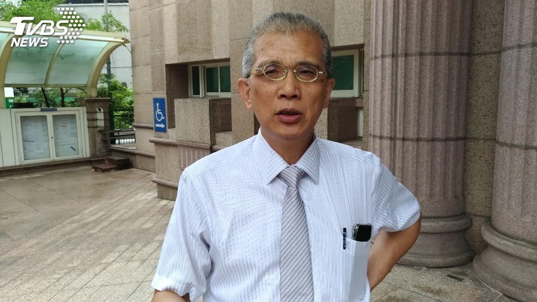 消基會律師吳榮達表示,八仙被害人陳柏承日前死亡,他的父母表明放棄求償。圖/TVBS 八仙塵爆求償首件憾事 1傷友訴訟中死亡