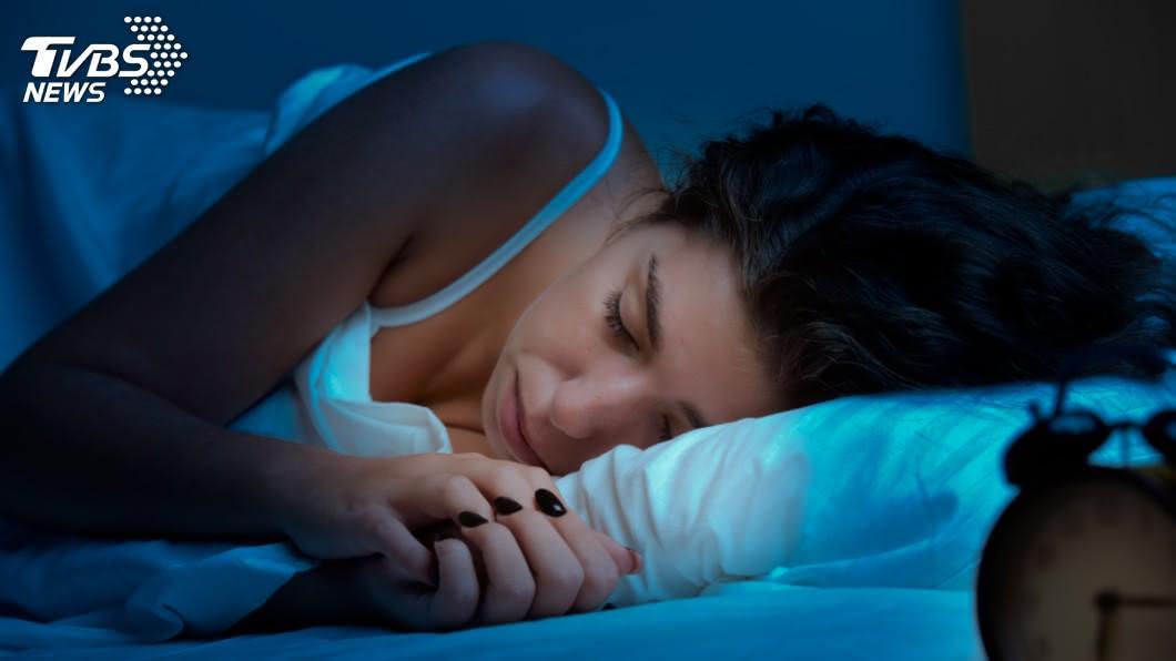 示意圖/TVBS 躺下能「秒睡」是好事? 專家警告:記憶力恐下降