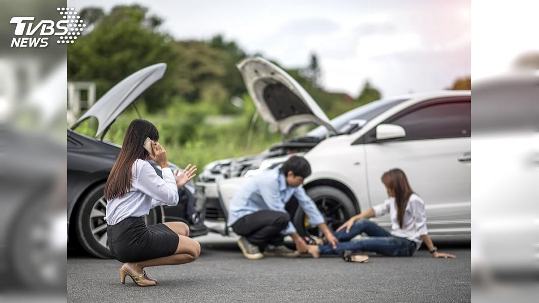 醫師表示,車禍留院觀察就能及時處理,降低後續風險。(非當事人,示意圖/shutterstock 達志影像) 車禍沒外傷能出院? 醫:「肋骨骨折、氣胸」恐致命