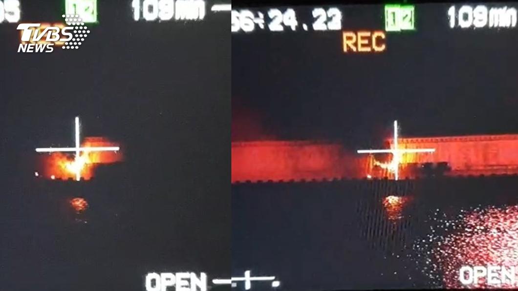 國慶煙火落焰引燃煙火台。圖/TVBS