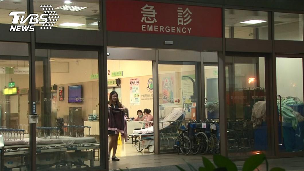 男子事後被送往中國附醫急救。圖/TVBS