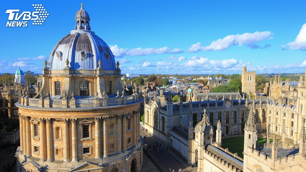 英國牛津大學萬靈學院入學考試出了一道題目,創意度破表。(圖/TVBS) 牛津大學「史上最難入學考題」 你想當吸血鬼還是殭屍?