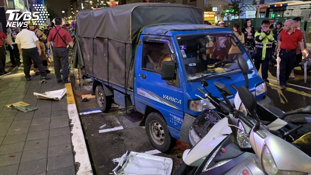 圖/TVBS 快訊/撞車男年僅22歲 無照駕駛飆車釀禍