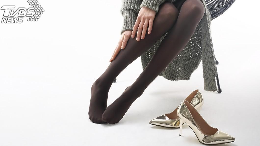 許多OL上班都會穿黑絲襪。(示意圖/TVBS) 銀行驚見怪男!鎖定「黑絲襪OL」起身 手刀聞椅