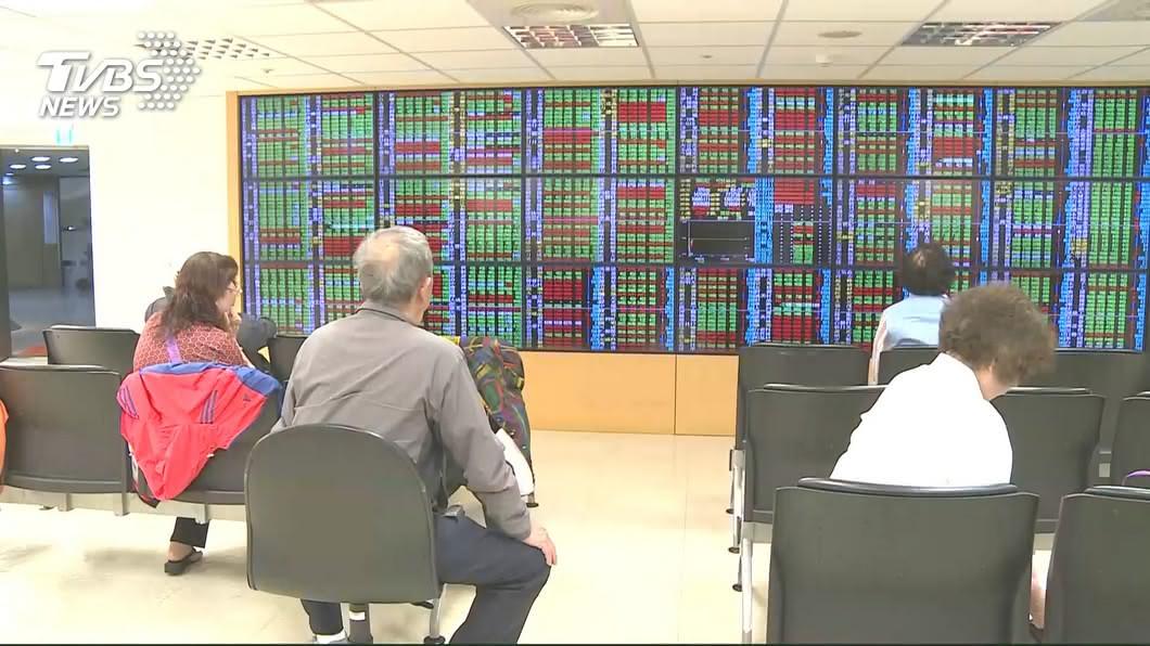 圖/TVBS資料畫面 電子股弱勢 台股失守12100點