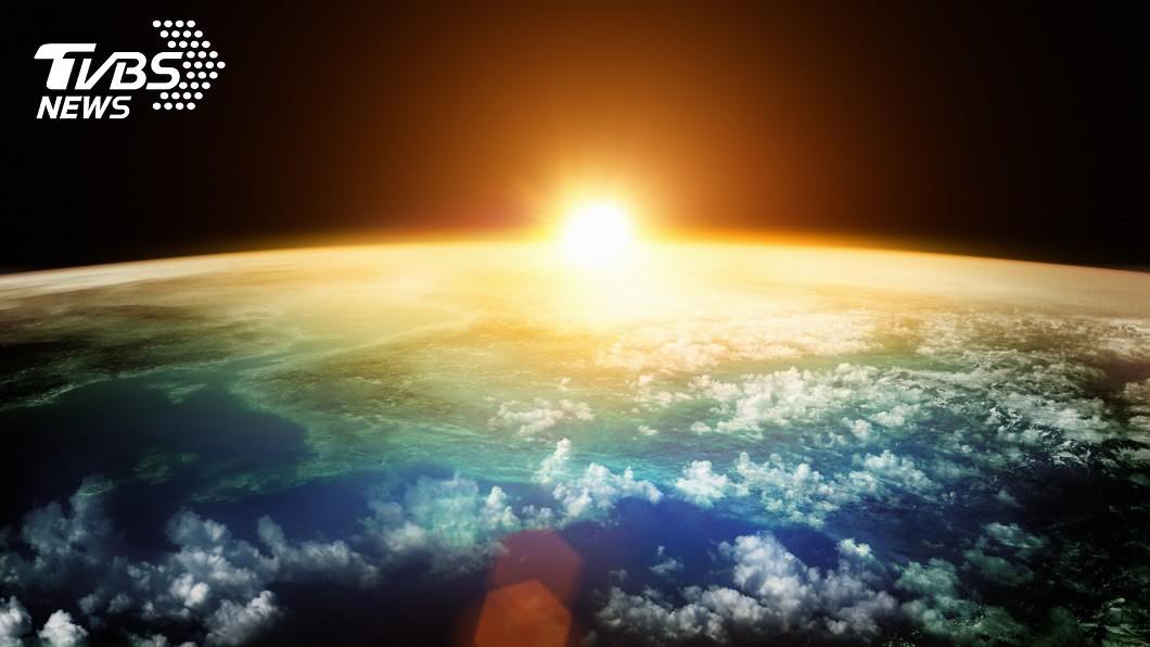 示意圖/TVBS 伴隨戰爭和災難 牛頓生前預言「世界於2060年重置」