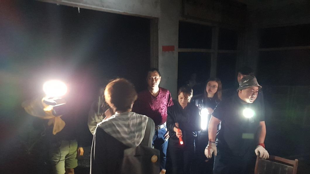 圖/翻攝自晚八找樂子臉書 三峽「死亡谷」廢棄宿舍探險 網驚亡靈凝視:不該放大的