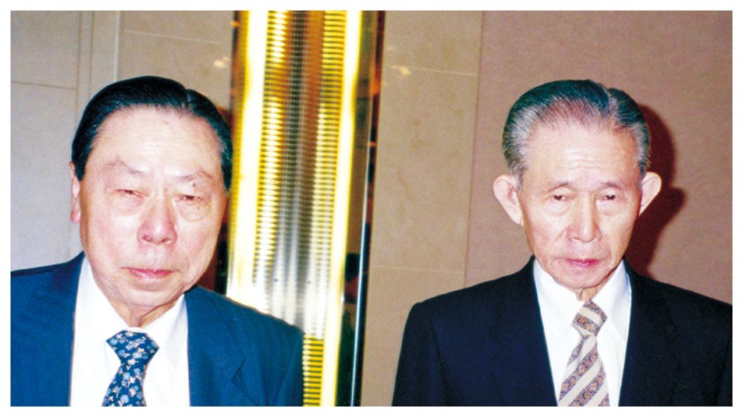 台塑集團為兩位創辦人王永慶(右)、王永在(左)舉行紀念特展,透過展覽希望將兩位創辦人生平事蹟、白手創業和奉獻社會的台灣精神,讓年輕世代領受傳承。   圖/台塑企業官網