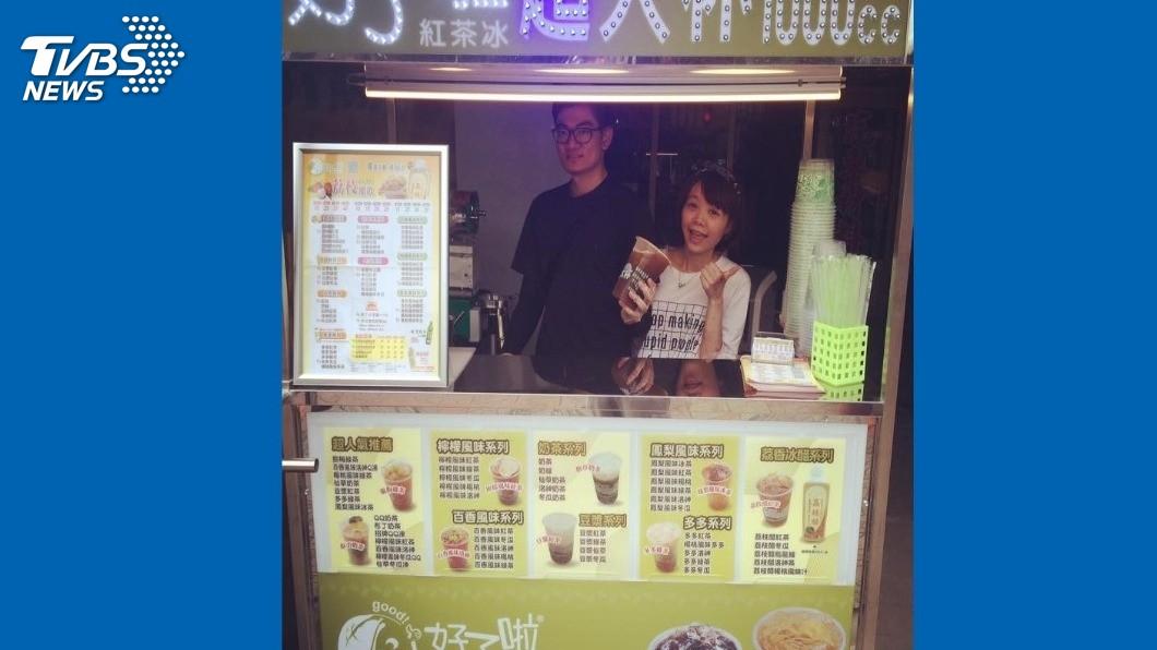 藍天龍(左)、黃詩謹(右)攜手以手搖飲料店創業,證明回復工作能力。圖/藍天龍提供
