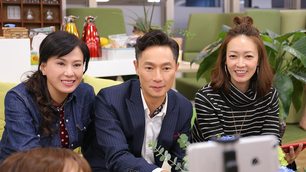 涂善妮(左起)、謝祖武、潘慧如齊聚看《初戀的情人》首播,眼眶泛淚。圖/TVBS