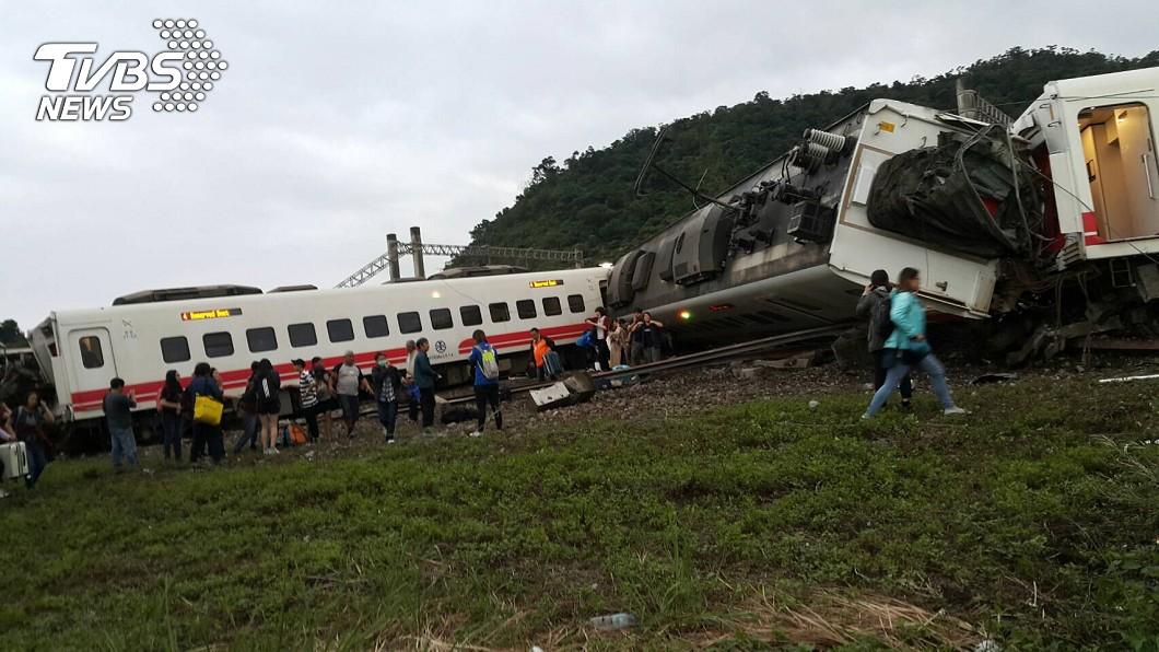 圖/TVBS 火車出軌提高存活率 台大醫:姿勢與鞋子是關鍵